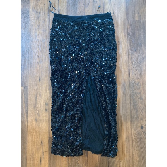 Blaque Label Dresses & Skirts - Sequined skirt with high slit